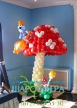 Большой гриб из воздушных шаров