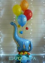 динозавр и 5 воздушных шаров