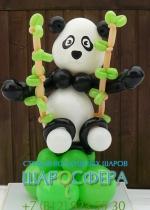 панда из шаров с бамбуком