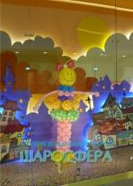 оформление витрин фигурами из шаров